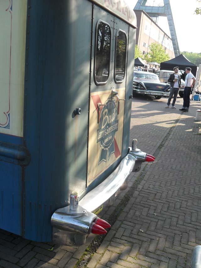 Grumman Olson Chevrolet Kurb Side Van